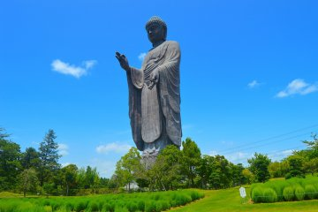 Be Amazed at the Ushiku Daibutsu