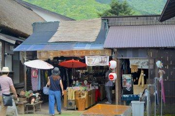 Souvenir shop in Ōuchi-juku