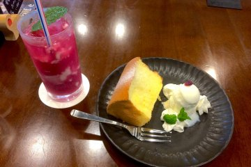 Cake and drink consisting made with red perilla