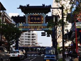 Cánh cổng đánh dấu lối vào khu phố Tàu được trang trí tuyệt đẹp
