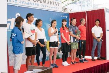 不少名人都出現在Sporu的開幕典禮上以示支持,包含世界知名網球球星伊達公子(中間)。