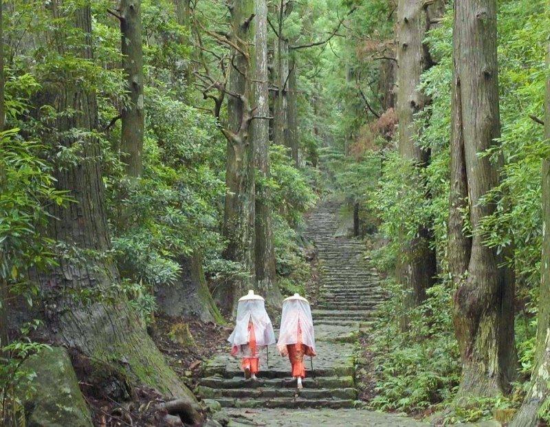 Daimonzaka and Heian costume