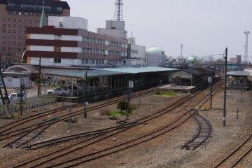 搭乘釧網本線抵達車站
