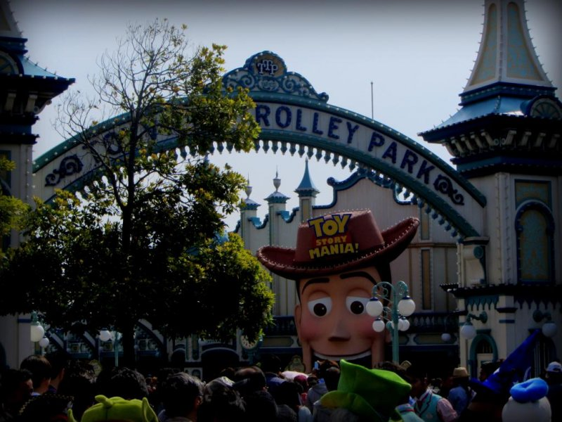 The line for Toy Story Mania was 4 hours only 1 hour after the park opened! Toy Story fans should make sure to arrive early