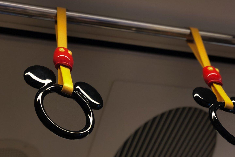 迪士尼小火车上的扶手特写