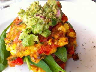 Sweetcorn fritter with roasted tomatoes, spinach & bacon topped with avocado, ¥1,400