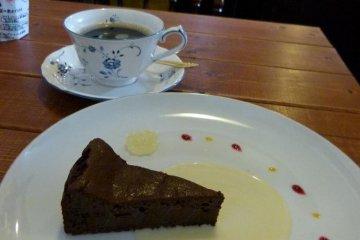 tofu gateau chocolat and coffee