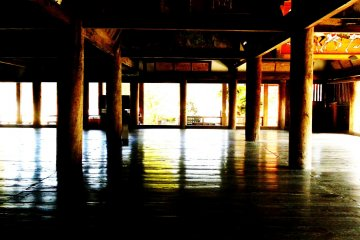The interior of Senjokaku Hall, next to Itsukushima Shrine. Built to house a Buddhist library, construction stopped when its benefactor, Hideyosho Toyotomi, died. The hall remains unfinished to this day.