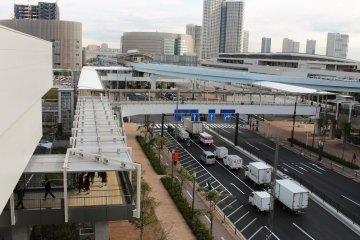 Covered walkways lead directly from Shijo-mae station to all 3 market buildings – visit them in any order.