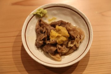 Beef with sea urchin (¥1,500)