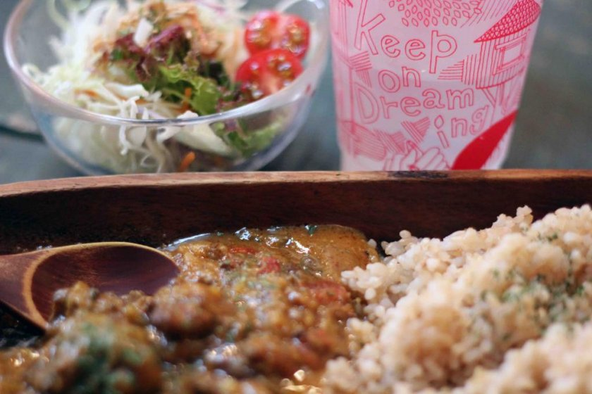 Try a savory curry lunch set.