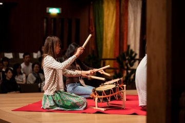 Volunteers from the audience could learn how to play taiko used in Noh