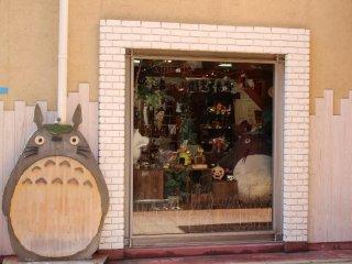 Totoro bên cửa sổ