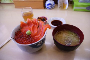 Donburi of sashimi and a bowl of slimy soup