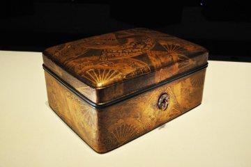 Lacquer writing box. Edo period, 17th Century.