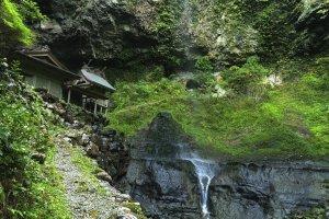 Dangyo Shrine and Waterfall