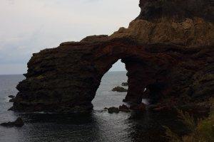 國賀海岸步行徑上的通天橋