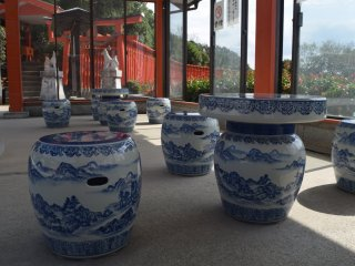 There's a seating area where you can look out over the ocean - all made of pottery!
