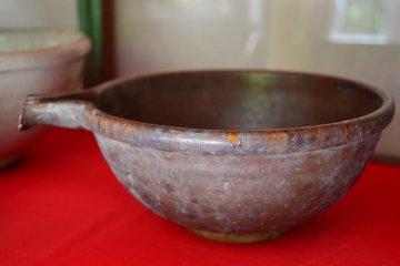 A traditional Kokujiyaki bowl with iron glaze.