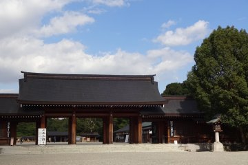 The majestic West Gate, main entrance to the shrine