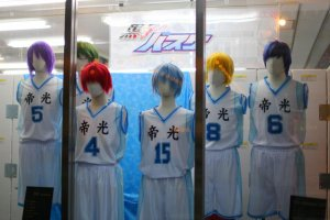 Cosplay in the Animate store window