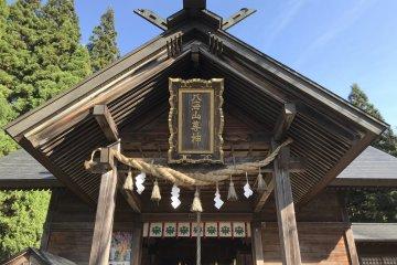 Đền Hakkaisan vào mùa thu