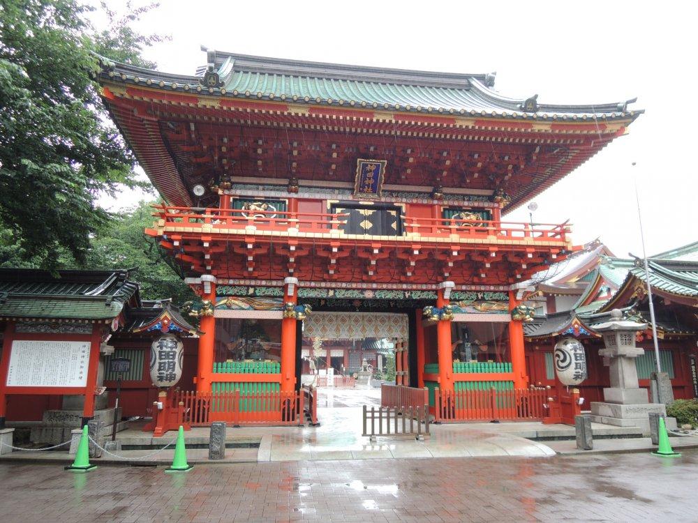 The main entrance to Kanda Shrine - not the typical torii gates