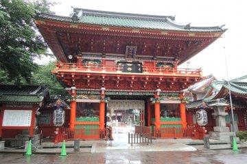 Rainy Day at Kanda Shrine