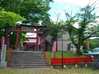 Ngôi đền Tatsumiyama tọa lạc trong công viên