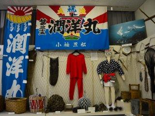 Pakaian terkenal khas Kuji yang digunakan oleh para penyelam perempuan, ama-san, yang menangkap bulu babi dan kerang-kerangan dengan jaring dan soegaki (kail yang terbuat dari metal).