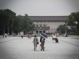 Face au musée national de Tokyo