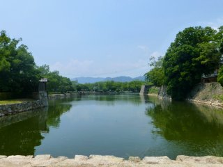 There is a 1.5km path right alongside the castle's moat, perfect for strolling, running and bike riding