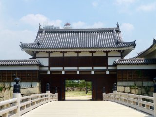 The bridge leading to the ninomaru
