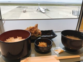 Try some toriten (chicken tempura), a local specialty, while you watch the planes!
