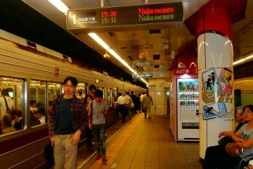 The platform of the Hibiya Line in Naka-Okachimachi Station