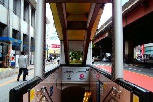 Entrance to Naka-Okachimachi Station