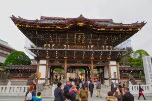 Pintu masuk Kuil Naritasan
