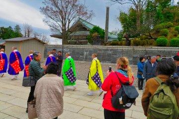 Naritasan Temple priest walking to main hall