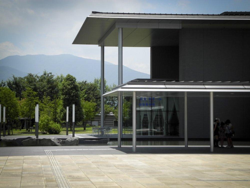 博物館の現代的外観