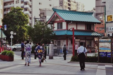 The promenade is located about 50 meters away from the Asakusa Station. In front of it, there is an information stand.