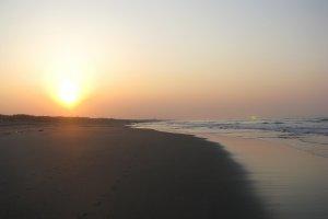 Рассвет на побережье океана