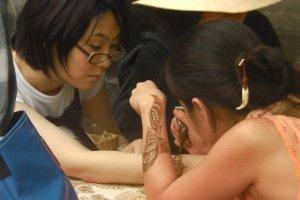 Seni tato henna