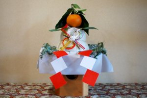 Kagamimochi decorations