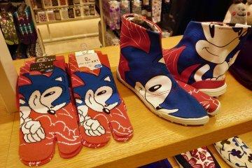 Sonic the Hedgehog tabi socks