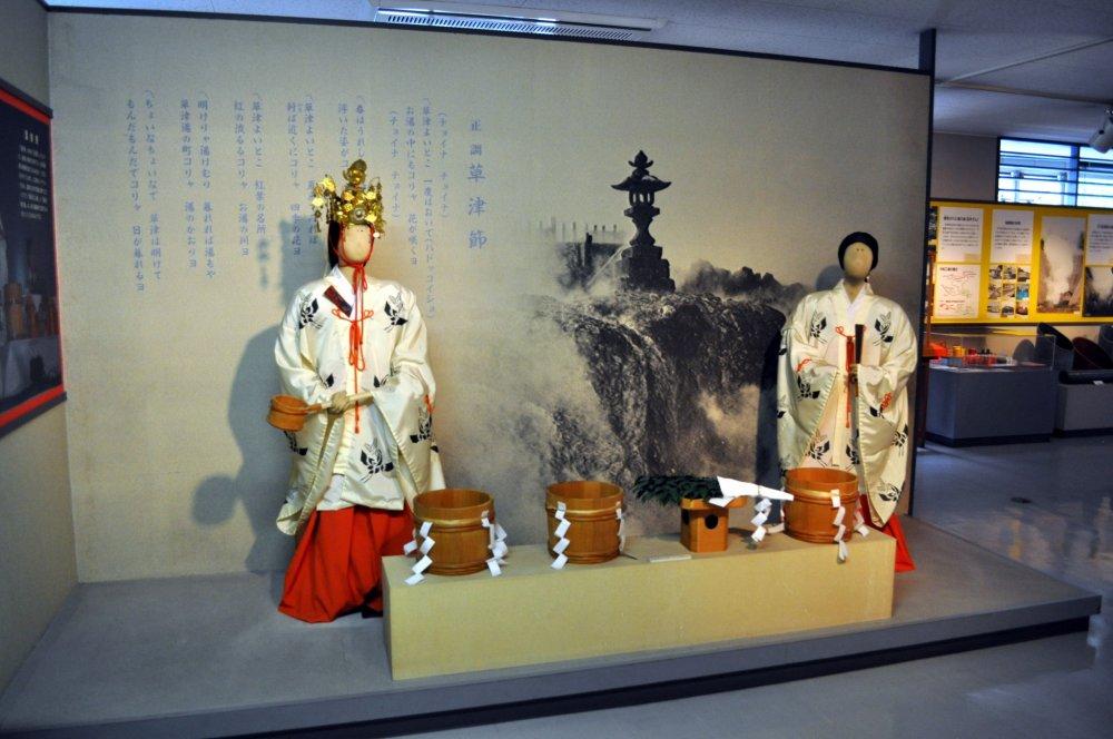 Commencez votre journée avec une visite du musée des sources chaudes de Kusatsu, situé au troisième niveau du terminal de bus