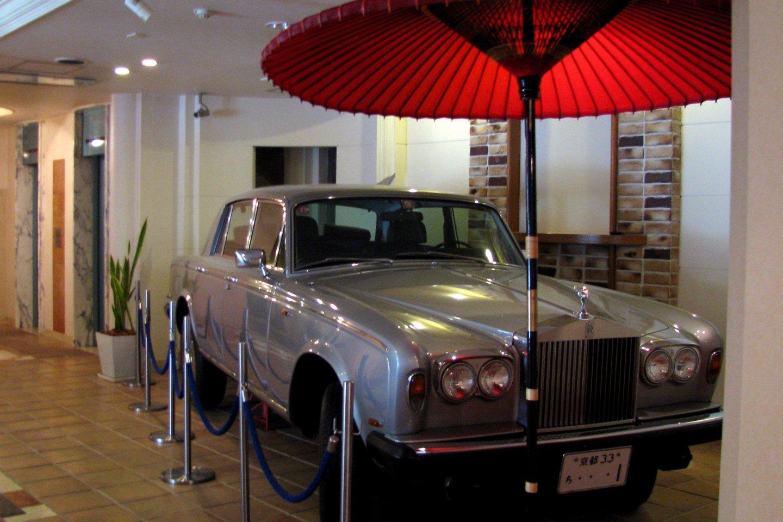В вестибюле отеля SASARINDO