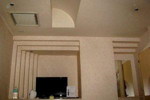 Необычный рельеф стен и потолка