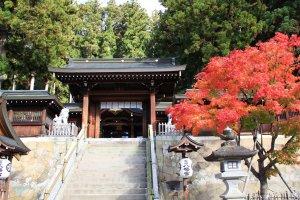 Sanctuaire Sakurayama Hachiman à Takayama.