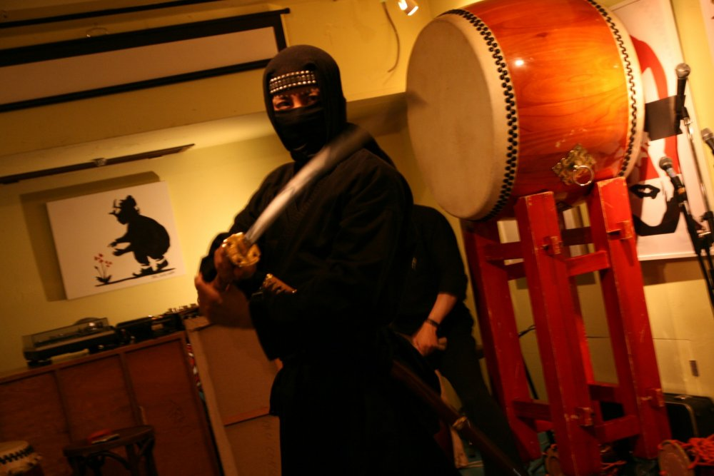 Master/Ninja Aoshi's captivating performance. Aoshi is a popular Ninja who has appeared on various television with stars like Gerald Butler and Carrie PamyuPamyu