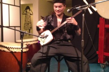 Yumenoshin Matsukaze (夢之進松風) performing on the Shamisen and Traditional Japanese folk music. A rare treat.